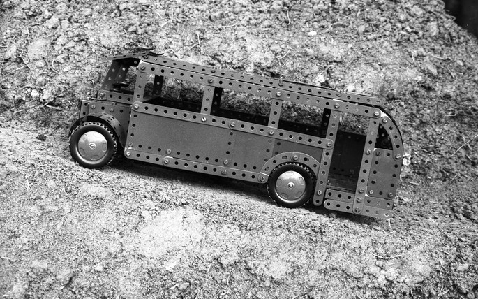 Peter Peryer, The Meccano Bus, 1994. Photograph. Courtesy of the Estate of Peter Peryer.